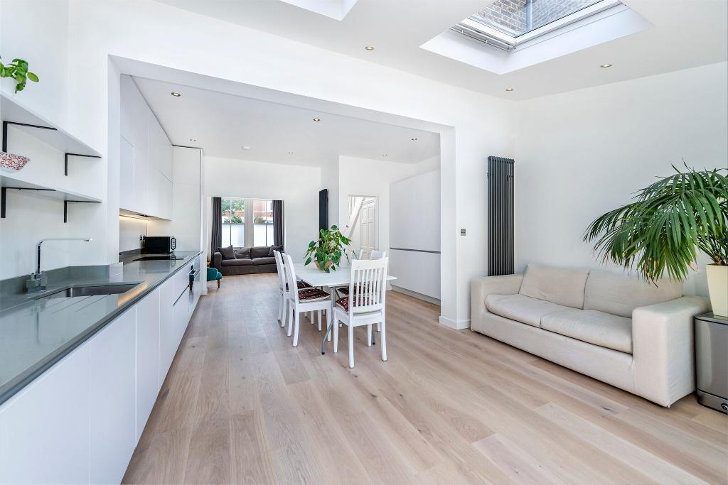 Dining/Open plan kitchen