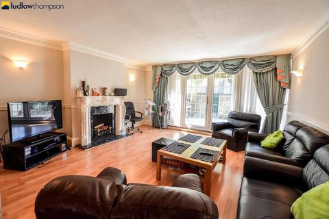 3 bedroom terraced house to rent - West Arbour Street, London E1