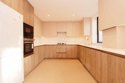 2 bedroom apartment to rent - 136 New Heston Road, Hounslow