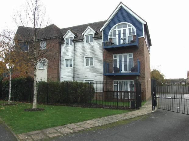 larkfield, kent 2 bed flat for sale - 230,000