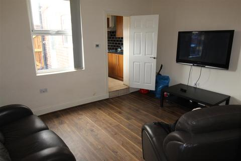 4 bedroom end of terrace house to rent - Vauxhall Street, Coventry