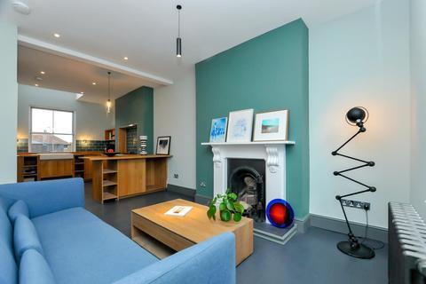 3 bedroom maisonette for sale - Evering Road, London
