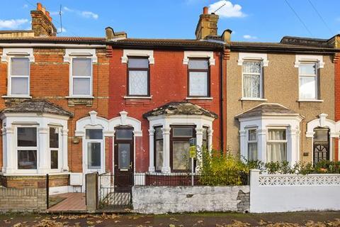 3 bedroom terraced house for sale - Ladysmith Avenue, London
