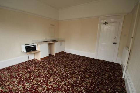 Flat to rent - Springfield Road, Stoneygate, Leicester, LE2 3BA