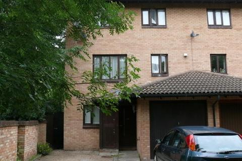 4 bedroom semi-detached house to rent - Pointer Close, London, SE28