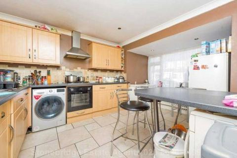 3 bedroom end of terrace house to rent - Frinton Road, Romford, RM5