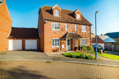 3 bedroom semi-detached house for sale - Shaw Close, Maidstone, Kent, ME14