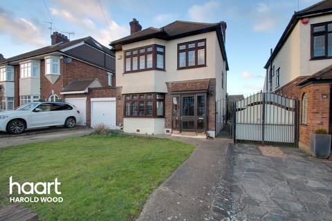 3 bedroom detached house for sale - The Ridgeway, Romford
