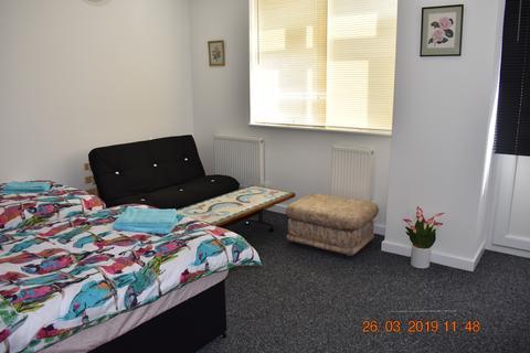 Studio to rent - 29 King Street, Ramsgate, Kent CT11