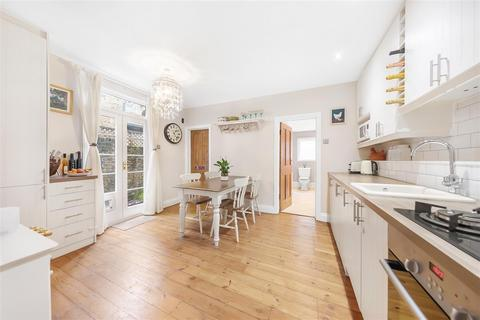 2 bedroom flat for sale - Ingelow Road, SW8