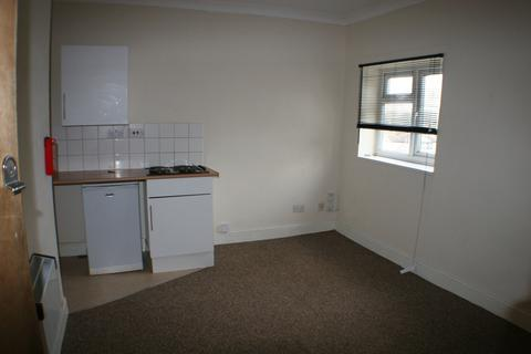 Studio to rent - York Road, SOUTHEND-ON-SEA