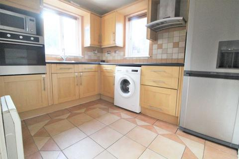 4 bedroom semi-detached house to rent - Pointer Close, London