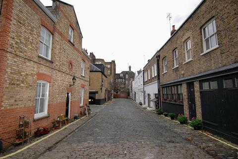 3 bedroom apartment to rent - Weymouth Mews, Marylebone, London, W1G