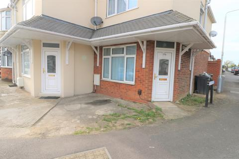 2 bedroom end of terrace house to rent - LU2