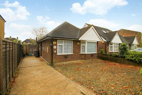 2 bedroom detached bungalow for sale - Staines Road, Feltham, TW14