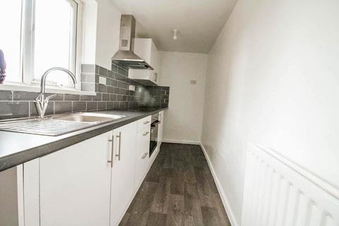 3 bedroom flat to rent - Roberts Square, West Cornforth, Ferryhill, Durham, DL17 9JR