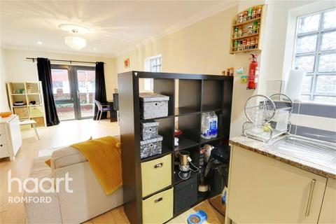 2 bedroom flat - Rom View House - Como Street -  RM7