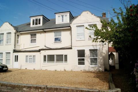2 bedroom flat to rent - Alumhurst Road, Bournemouth