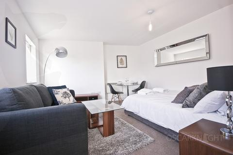 Studio to rent - Warple Way, Acton, W3