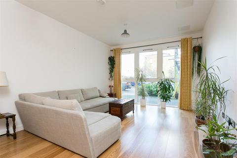 3 bedroom maisonette for sale - Saw Mill Way, N16