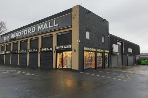 Retail property (high street) to rent - 900 Leeds Road, Bradford, West Yorkshire, BD3 8EZ