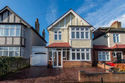 3 bedroom detached house for sale - Queen Marys Avenue, Carshalton