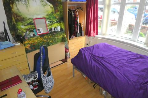 4 bedroom semi-detached house to rent - Finchley Road, Manchester