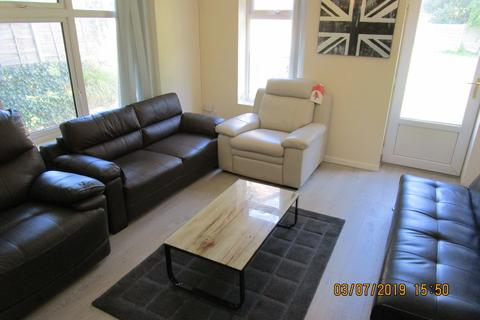 8 bedroom semi-detached house to rent - Fallowfield, Manchester