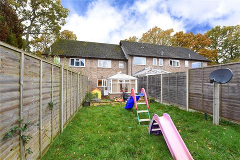 3 bedroom terraced house for sale - Selborne Walk, Tadley, Hampshire, RG26