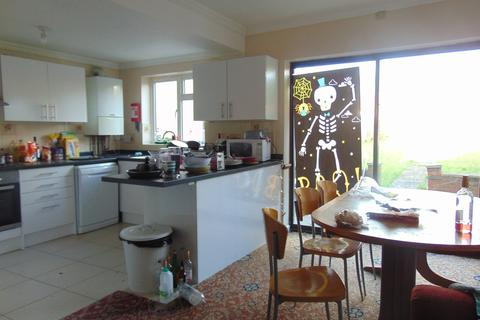 6 bedroom detached house to rent - Avenue Road
