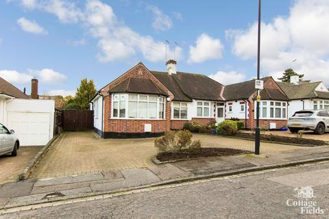 3 bedroom bungalow for sale - Linkside Close, Enfield Chase, EN2 - Semi Detached Bungalow with 70Ft plus Garden