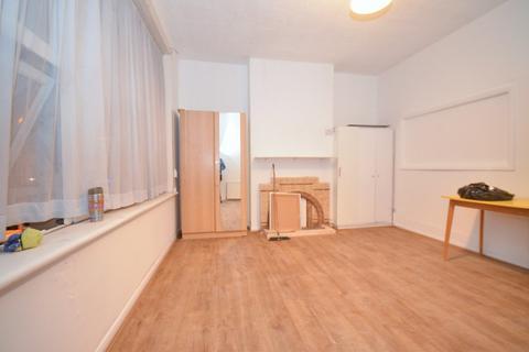 1 bedroom flat share to rent - Friern Barnet Road, London