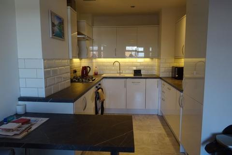 2 bedroom flat to rent - Brownspring Drive, New Eltham