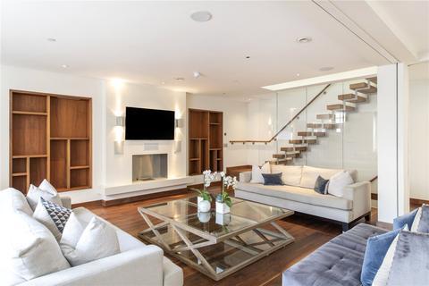 3 bedroom mews to rent - Wilton Row, SW1X
