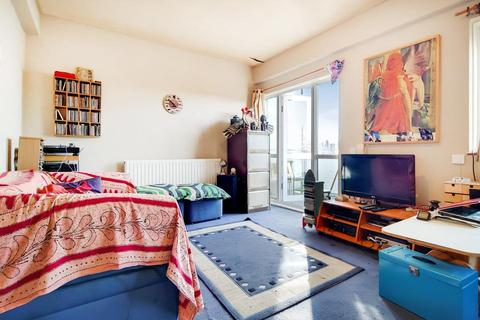 2 bedroom flat for sale - East Street, London SE17