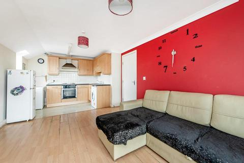 2 bedroom flat to rent - Lockwood Place, London E4