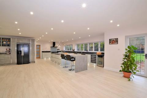 5 bedroom detached house to rent - Promenade De Verdun, Purley