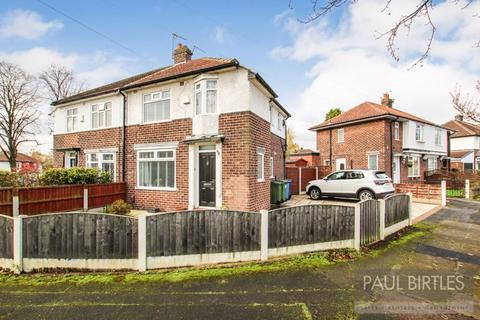 2 bedroom semi-detached house for sale - Snowden Avenue, Flixton, Manchester