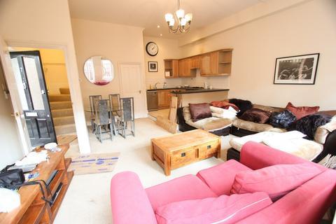2 bedroom apartment to rent - Waverley Road, Enfield