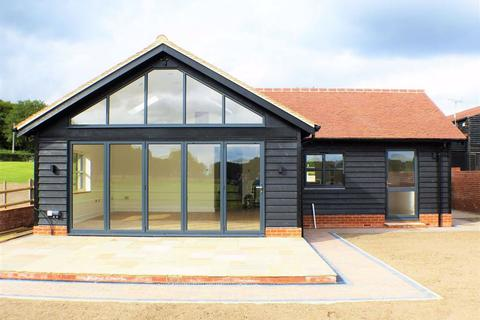 3 bedroom detached bungalow to rent - Blackmore Road, Fryerning, Essex