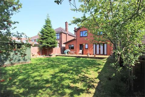 4 bedroom detached house to rent - Sandringham Road, WIDNES, WA8