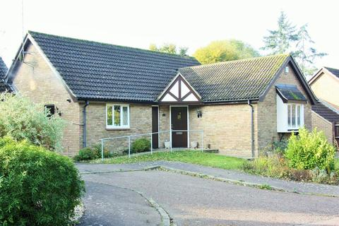 3 bedroom bungalow for sale - Bowmont Close, Hutton, Brentwood, CM13