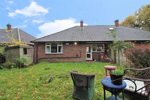 2 bedroom semi-detached bungalow for sale - Broom Mead, Bexleyheath