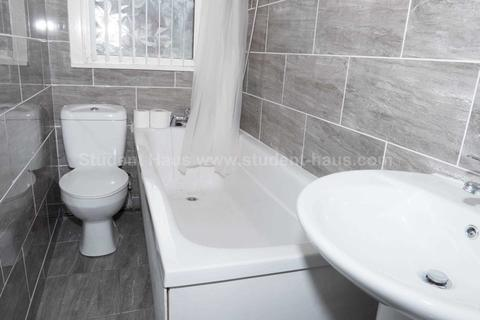 3 bedroom house share to rent - Blandford Road, Salford, M6 6BE