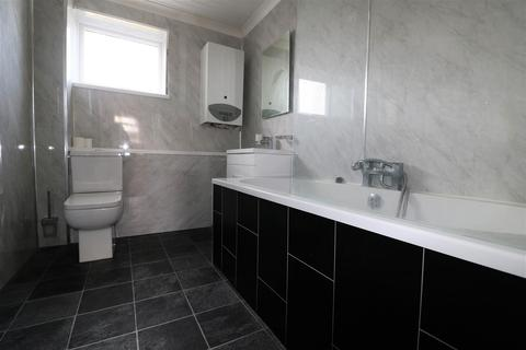 3 bedroom terraced house to rent - Petersfield Close, Bransholme, Hull