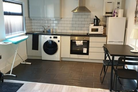 1 bedroom apartment to rent - Flat 5, Albany Road