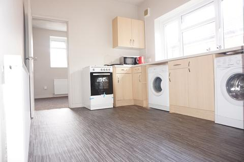 2 bedroom flat to rent - Clovelly Road,