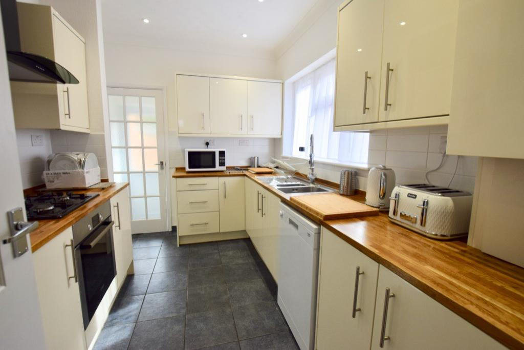 Fully Fitted Communal Kitchen with Dishwasher
