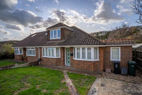 4 bedroom semi-detached house to rent - Meadow Close, Rottingdean, Brighton BN2