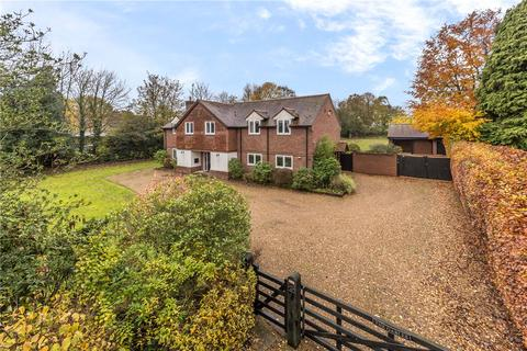 5 bedroom detached house for sale - Common Road, Studham, Bedfordshire